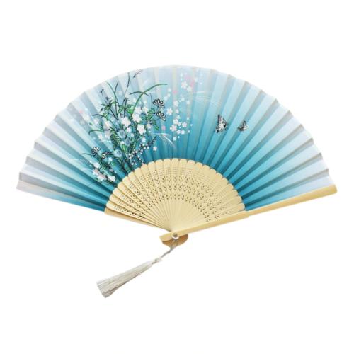 japán legyező kék-fehér virágos díszítéssel