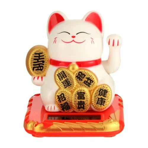 Maneki neko integető macska piros párnán, fehér